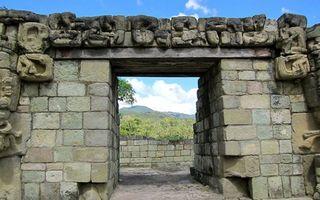 Copan_doorway